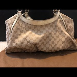 "351a0221ed9 Gucci Bags - Gucci Gold Signature ""GG"" Canvas D Gold Lrg Hobo"